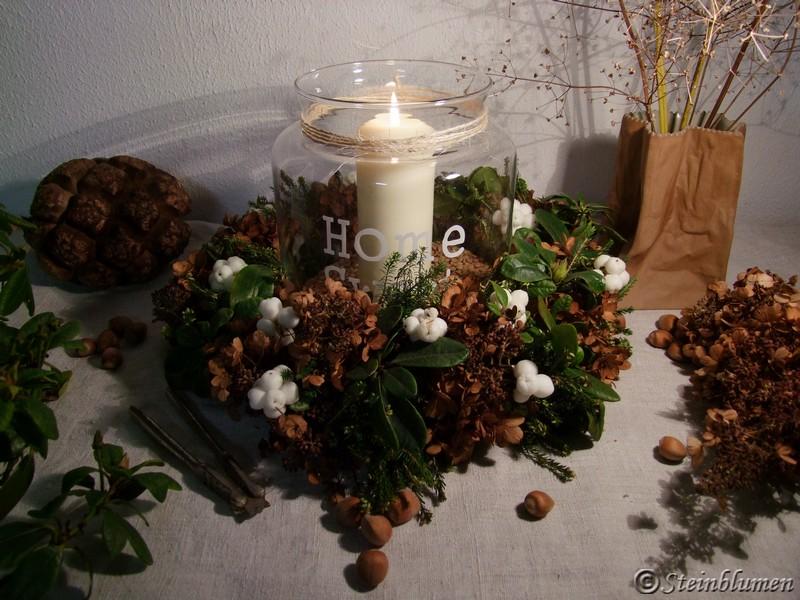 Herbstkranz mit Hortensien und Schneebeeren