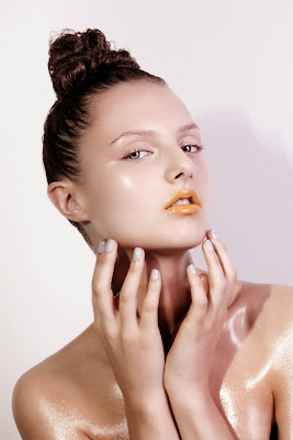 glossy skin, skin highlighter, hanna samokhina model, beauty