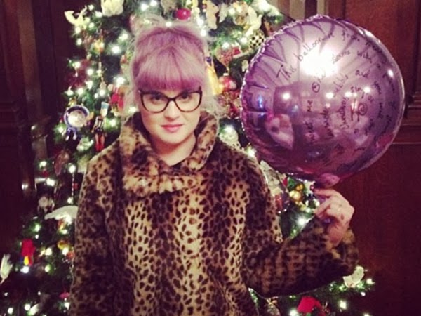 Kelly Osbourne Added her Cat Eye Glasses even for Christmas Snap