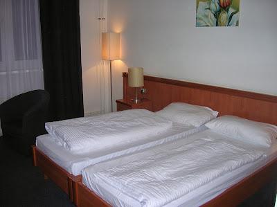 Habitación doble, hotel Aldea Novum,  Berlin, Alemania, round the world, La vuelta al mundo de Asun y Ricardo, mundoporlibre.com