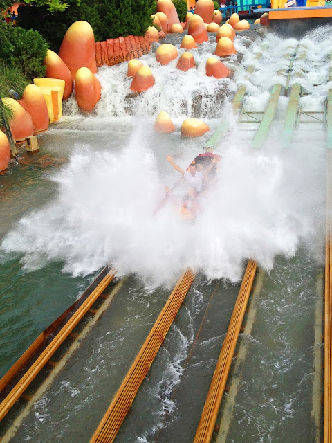Boat is drenched in water on the Ripsaw Falls ride at Universal's Islands of Adventure