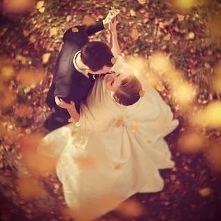 ما الذى يلفت انتباه الرجل الى المرأة - رجل وامرأة يرقصان حب ورومانسية عشق عشاق محبين
