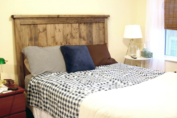 21 wood headboard design ideas the grey home for Makeshift headboard