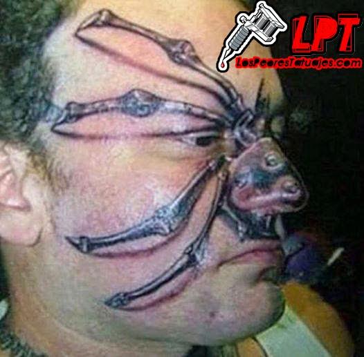 Tatuaje Horrible : Tatuaje araña en 3D en la cara