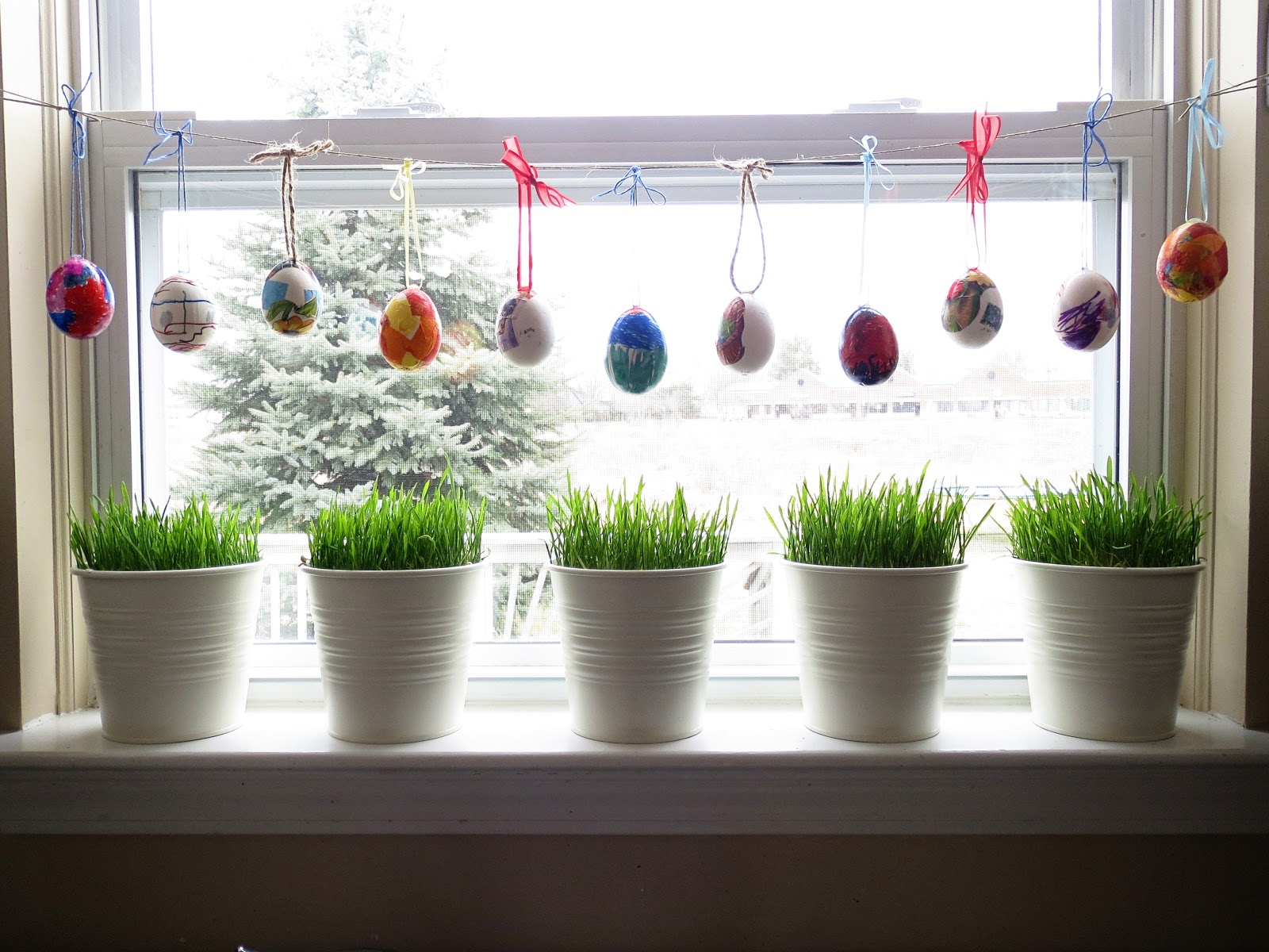 The blue basket from wheat to grass - Window decorations for spring ...