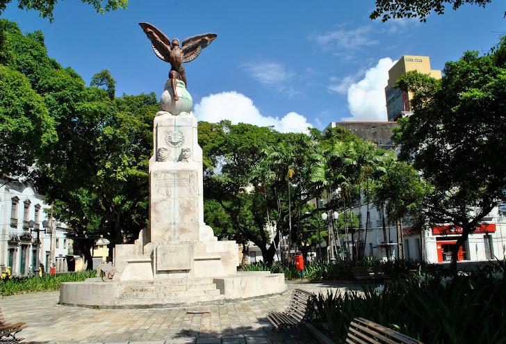 Monumento a Gago Coutinho e Sacadura Cabral - Praça 17