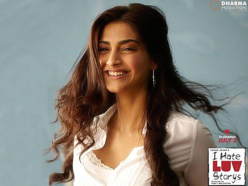 sonam kapoor smiling in - photo #29