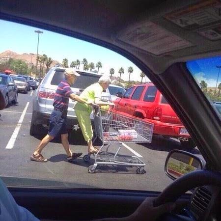 cinta sejati, cinta kakek nenek, kakek nenek, cinta, foto romantis, romantis kakek nenek