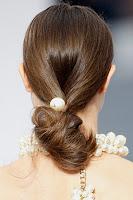 Ниска опашка с перла Chanel пролет-лято 2013