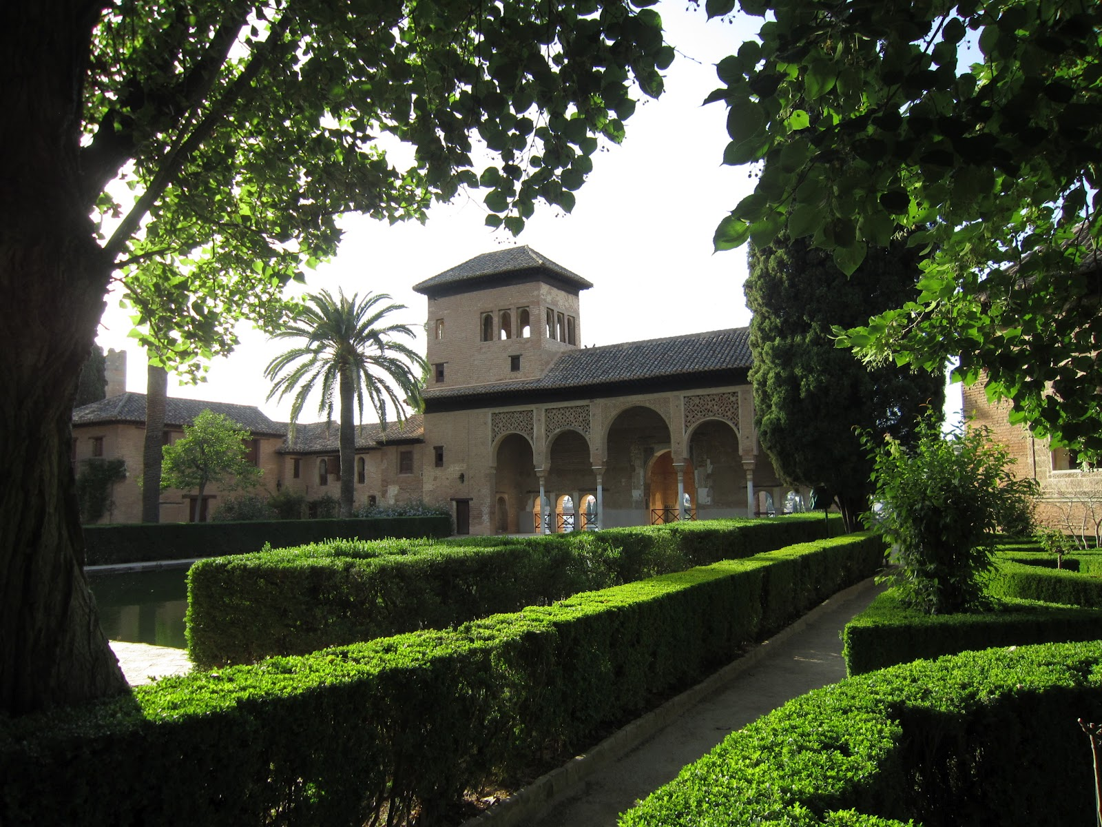 Anotaciones del exterior la alhambra for Arquitectura granada