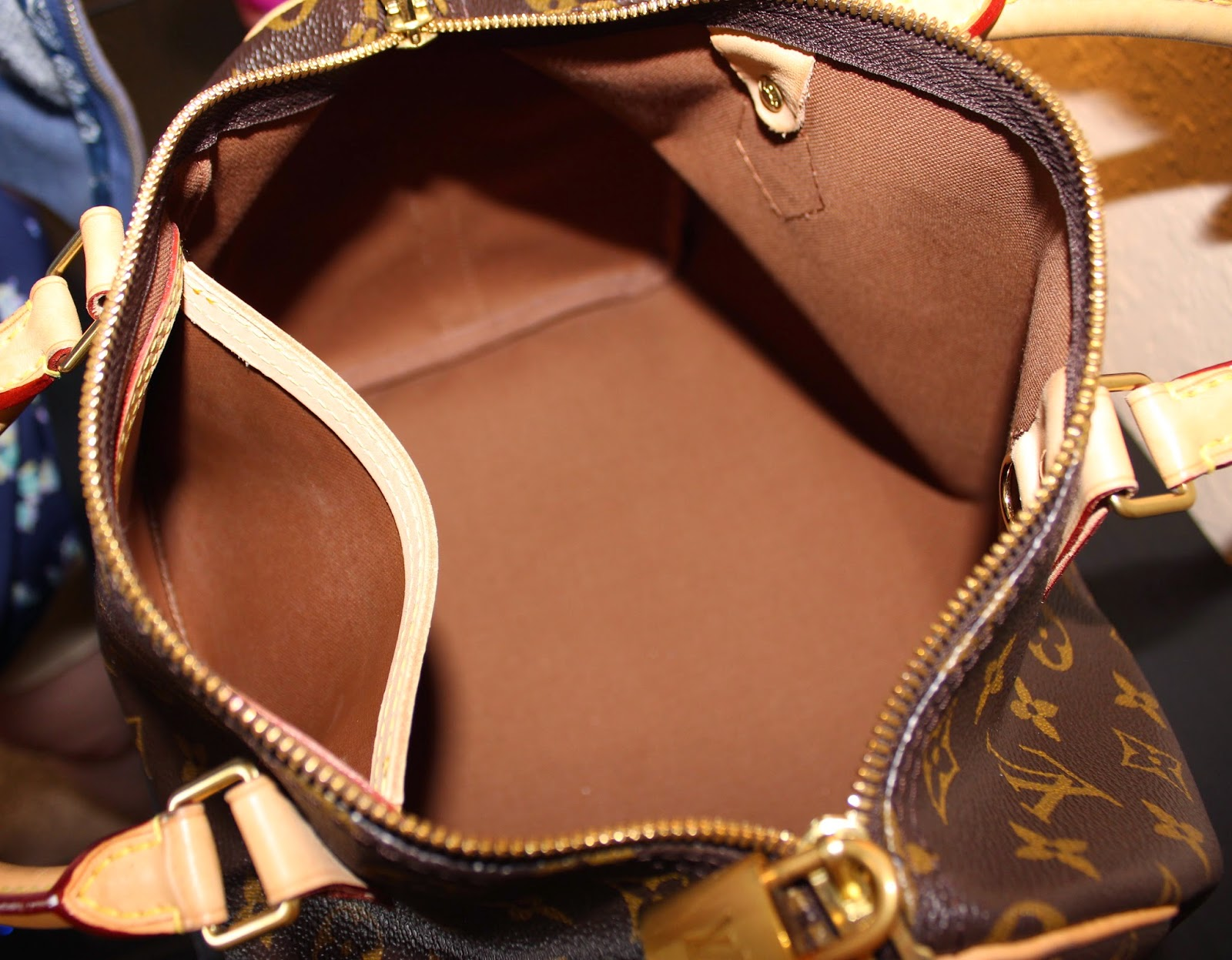 Inside of Louis Vuitton Speedy Bandoulière 30