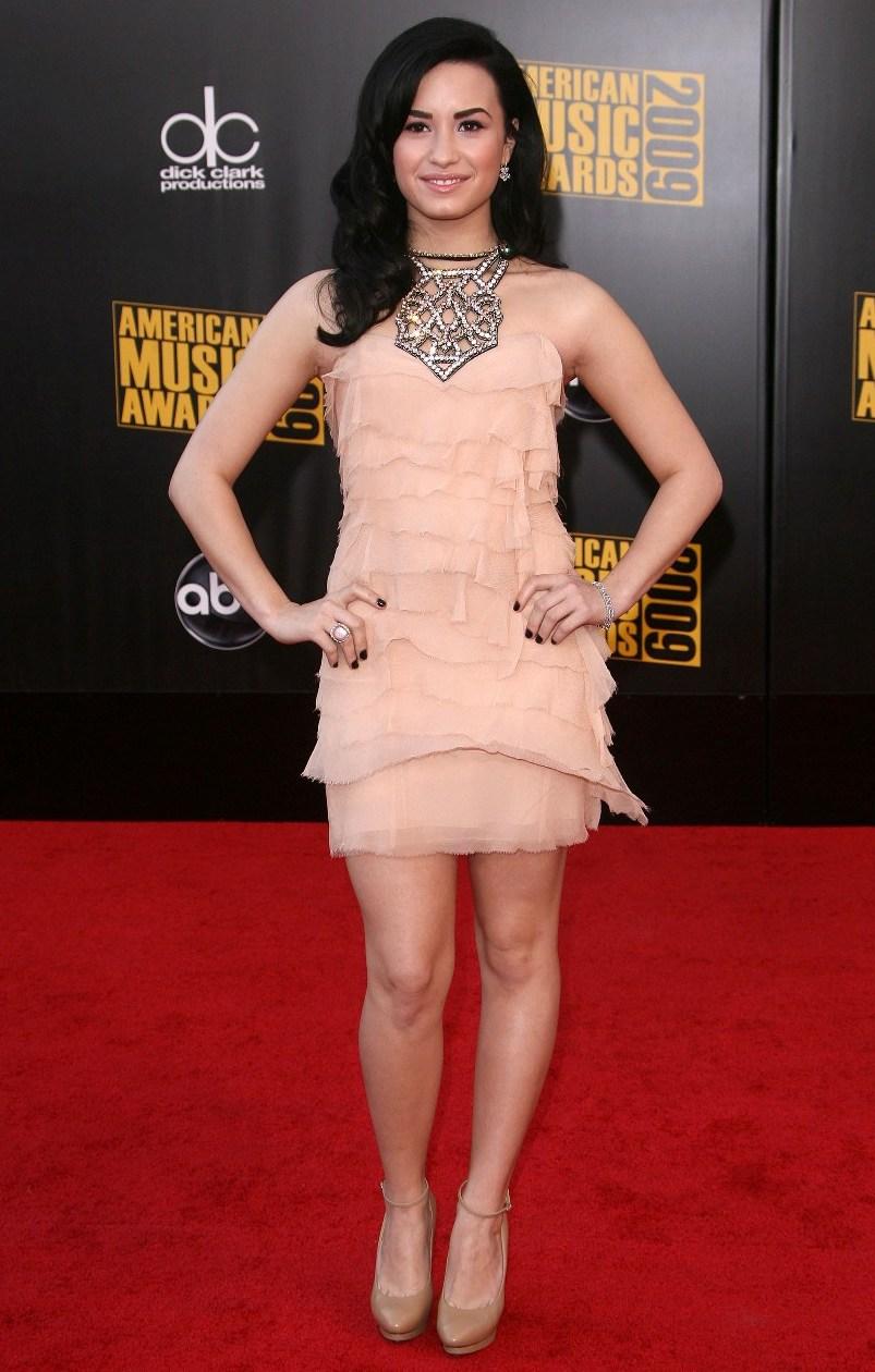 red carpet dresses demi lovato american music awards 2009