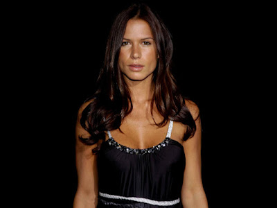 Hollywood Actress Rhona Mitra Hot Wallpaper