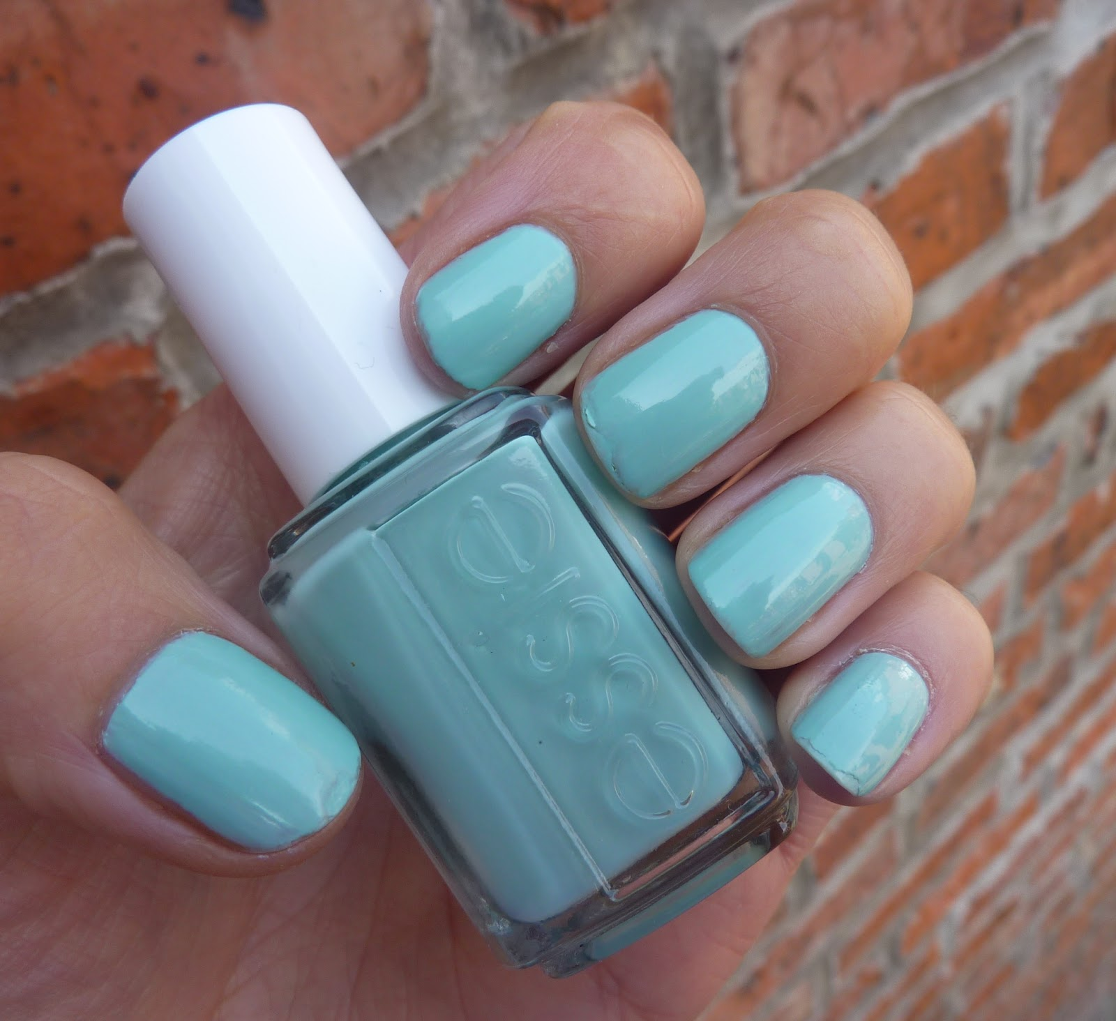 BEAUTY & LE CHIC: Can\'t get enough of... Essie Mint Candy Apple