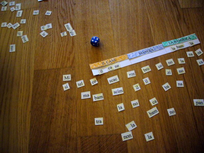 Voglio una mela blu il gioco delle sillabe minuscole for Sillabe da stampare e ritagliare