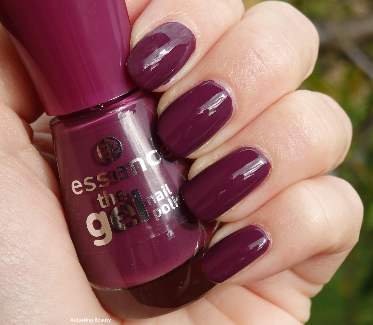Gel Nail Polishes: Review: Essence The Gel Nail Polish (52 Amazed By You