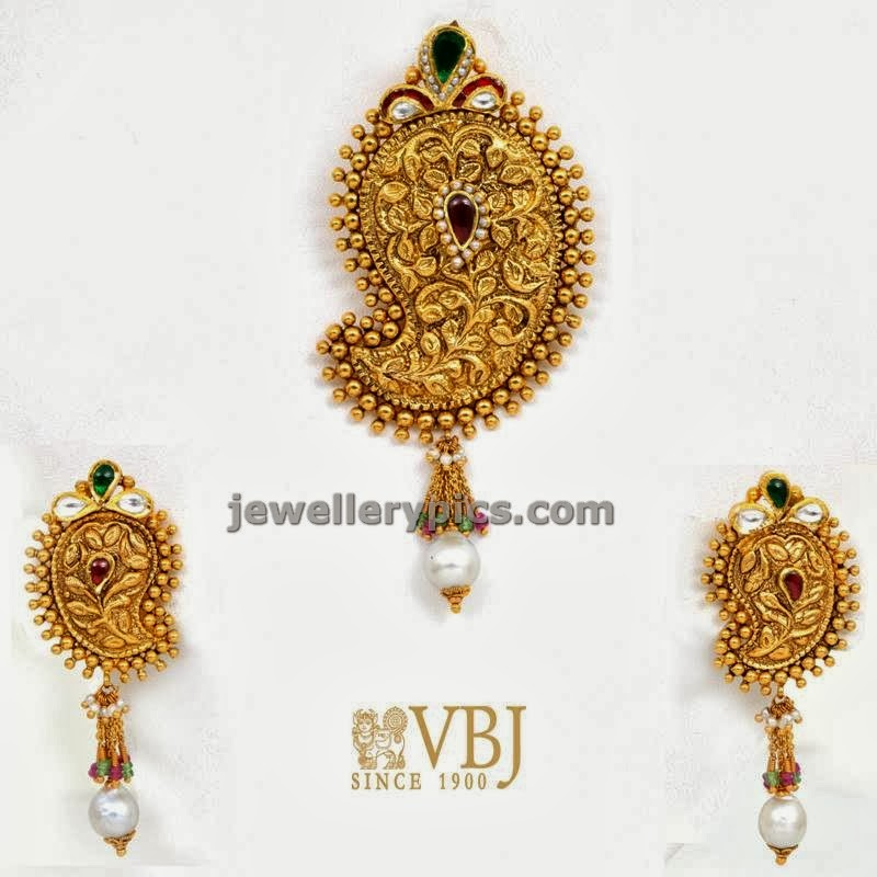 gold mango pendent and ear stud set