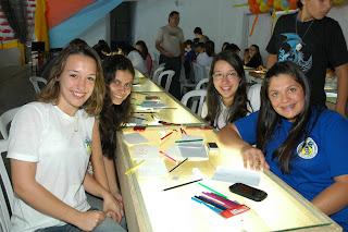 Giulia Di Rienzo com as amigas Thainá Rabello, Ana Beatriz Alencar Bevilaqua e Maria Carolina Theophilo, da Escola Ginda Bloch participam da oficina de animação em desenho