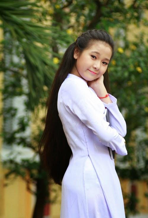 Diễn viên nhí Tam Triều Dâng xinh xắn với áo dài 13