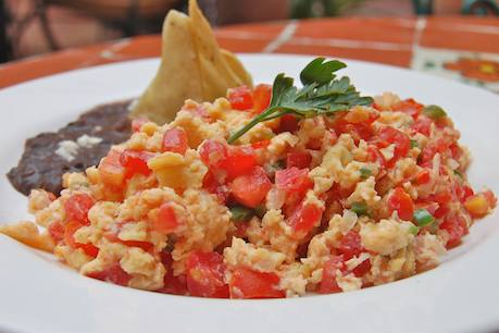 good sazon: Huevos a la Mexicana (Mexican-style eggs)