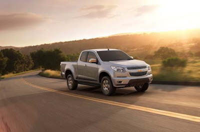 2012-Chevrolet-Colorado-Front-Side