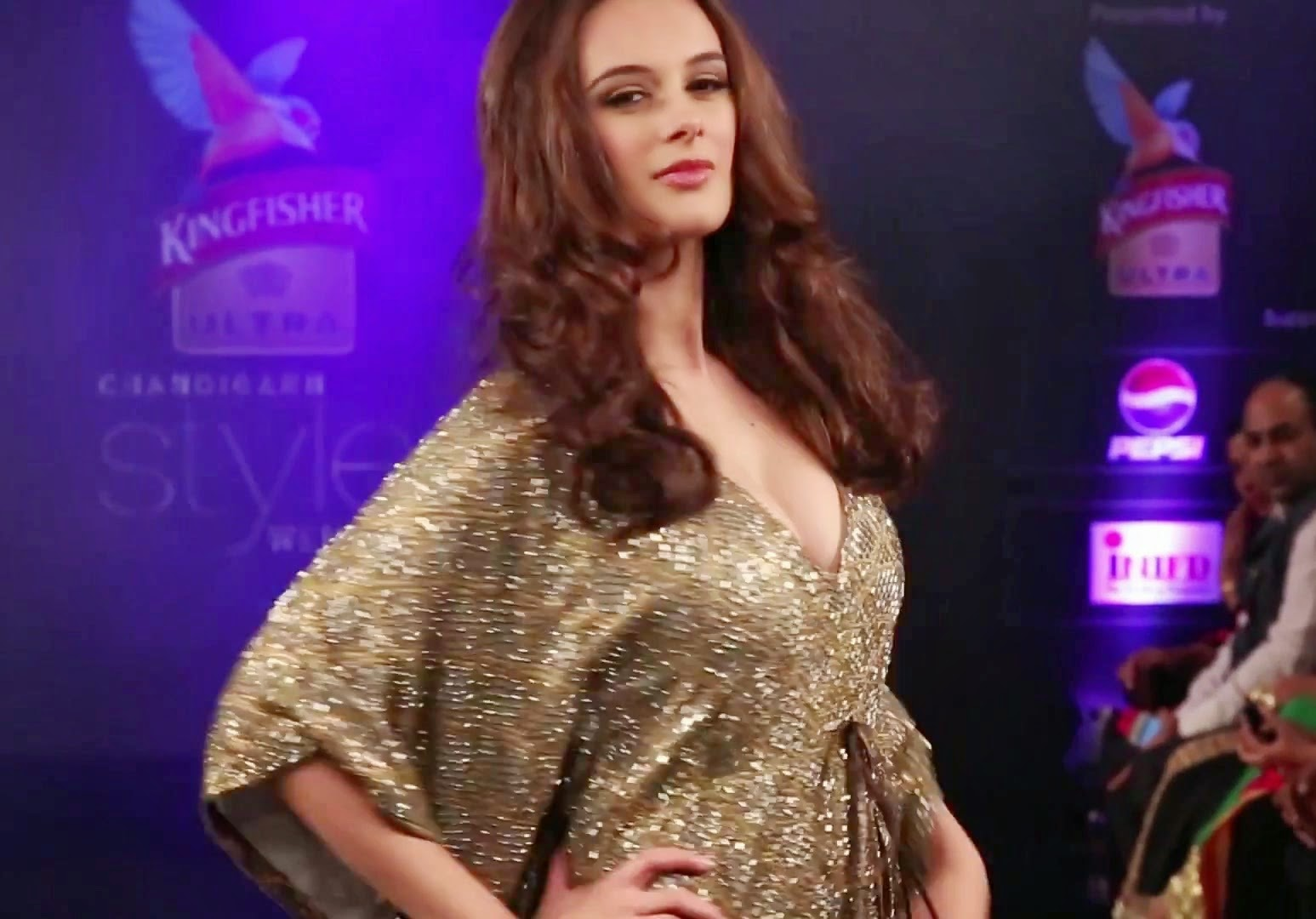 Evelyn Sharma Hot Ramp walk At Chandigarh Style Week 2014