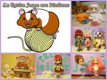 La Ratita Juega con Muñecas