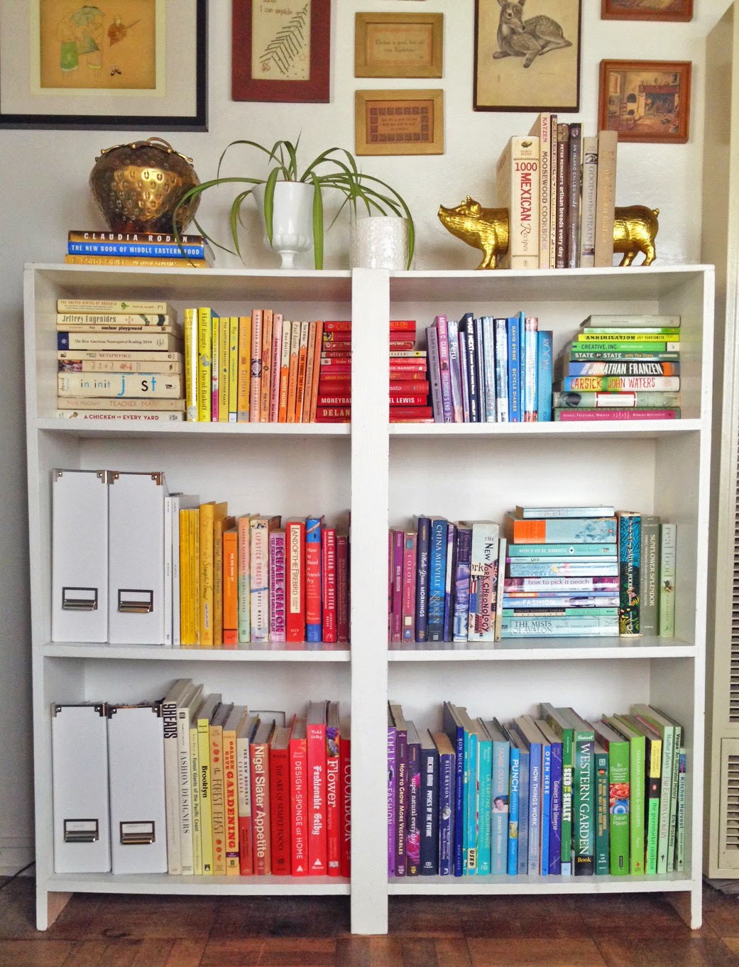 Bookshelves color - The Colorful Bookshelf In All It S Rainbow Glory
