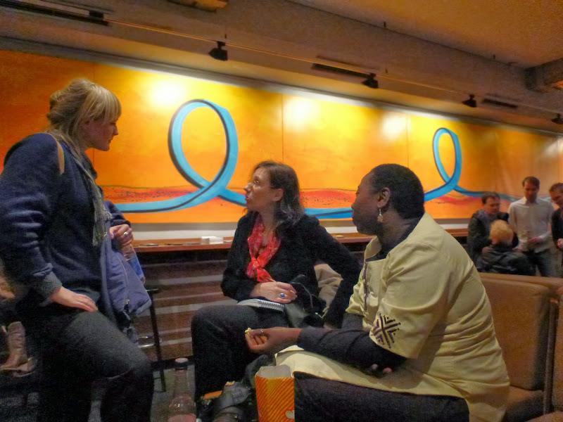 Drei Frauen im Gespräch