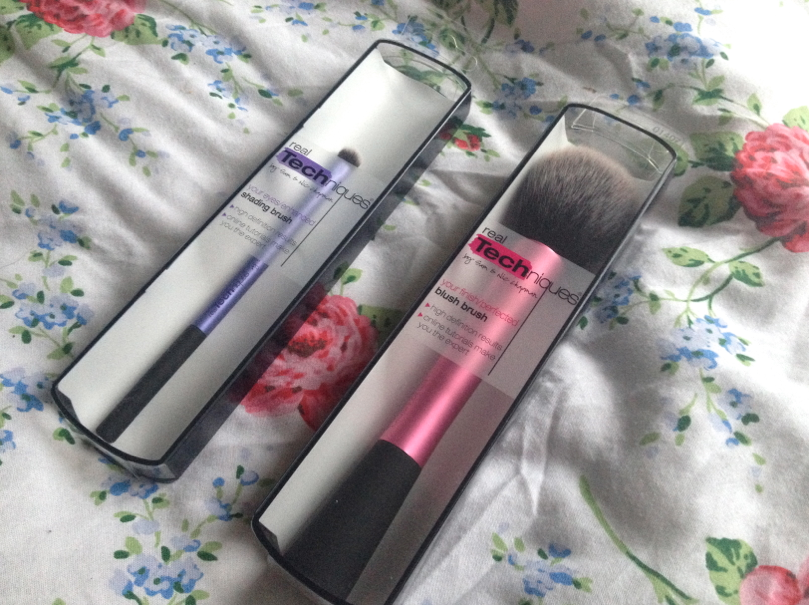 UK lifestyle blogger UK beauty blogger review swatch real techniques brushes