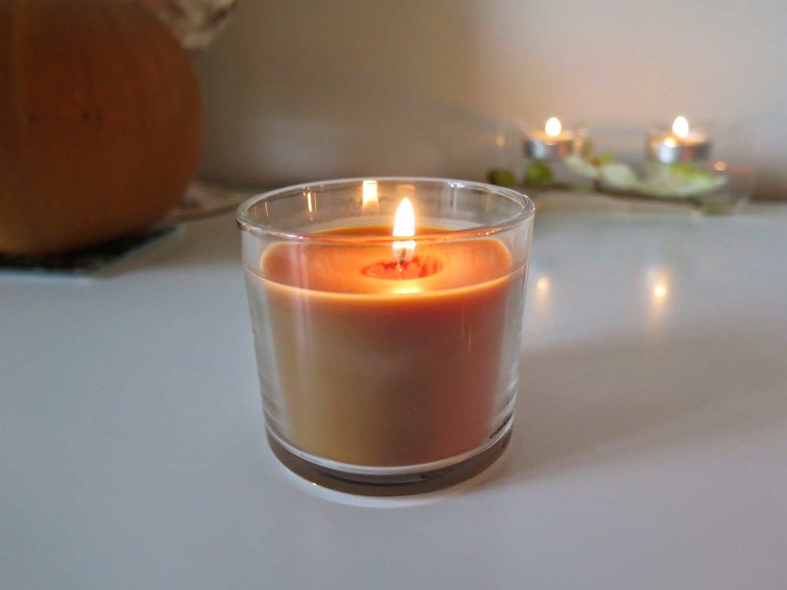 febreze festive spice candle