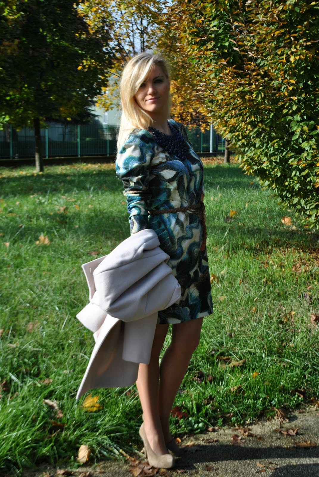 outfit abito in neoprene stampato outfit abito verde blu e beige cintura in vita décolleté beige benetton borsa blu cocco stefanel collana blu majique majique london necklace printed dress cintura in vita outfit autunnali outfit novembre 2014 outfit mariafelicia magno mariafelicia magno fashion blogger fashion blog italiani colorblock by felym autumnal outfits printed dress fashion bloggers italy italian girls blonde girls ragazze bionde fashion blogger bionde italian girls fashion bloggers italy