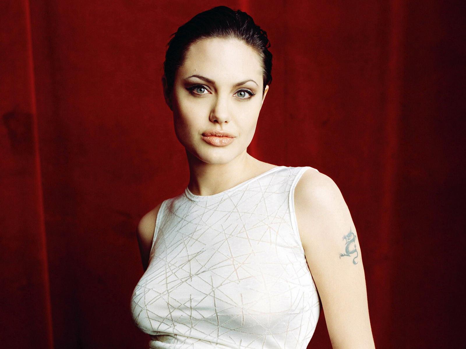 http://4.bp.blogspot.com/-9v2oUzaLqG0/TxmECIYx2WI/AAAAAAAABZk/MBiM7Sa_Er4/s1600/Angelina-Jolie-Wallpapers-Widescreen-1.jpg