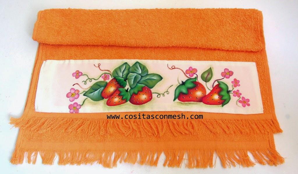 Cenefas pintadas a mano -servilletas de cocina con fresas pintadas a