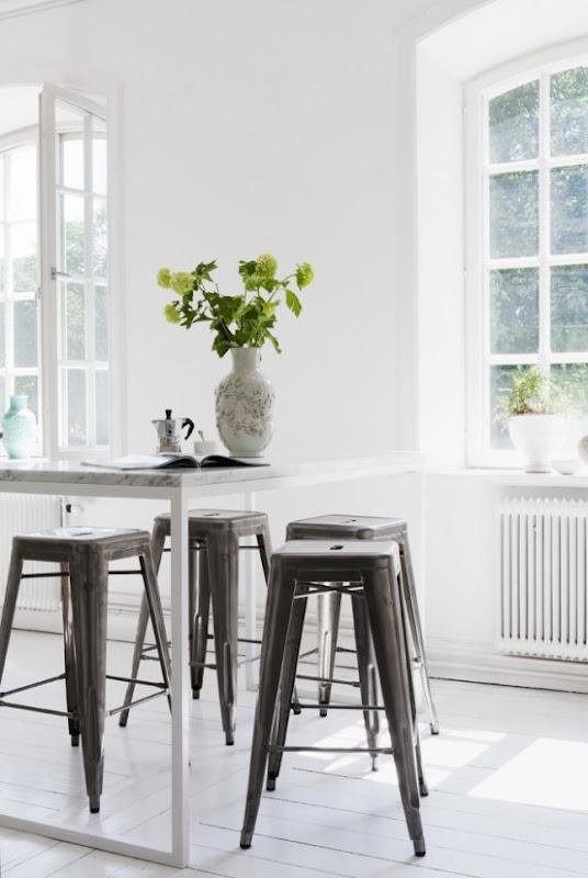 Una cocina blanca de inspiraciÓn shabby chic / a white kitchen ...