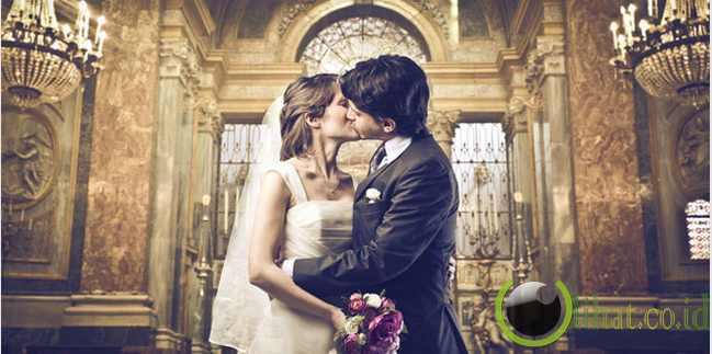 1. Secara Intens Bekerja Sama Dalam Pernikahan