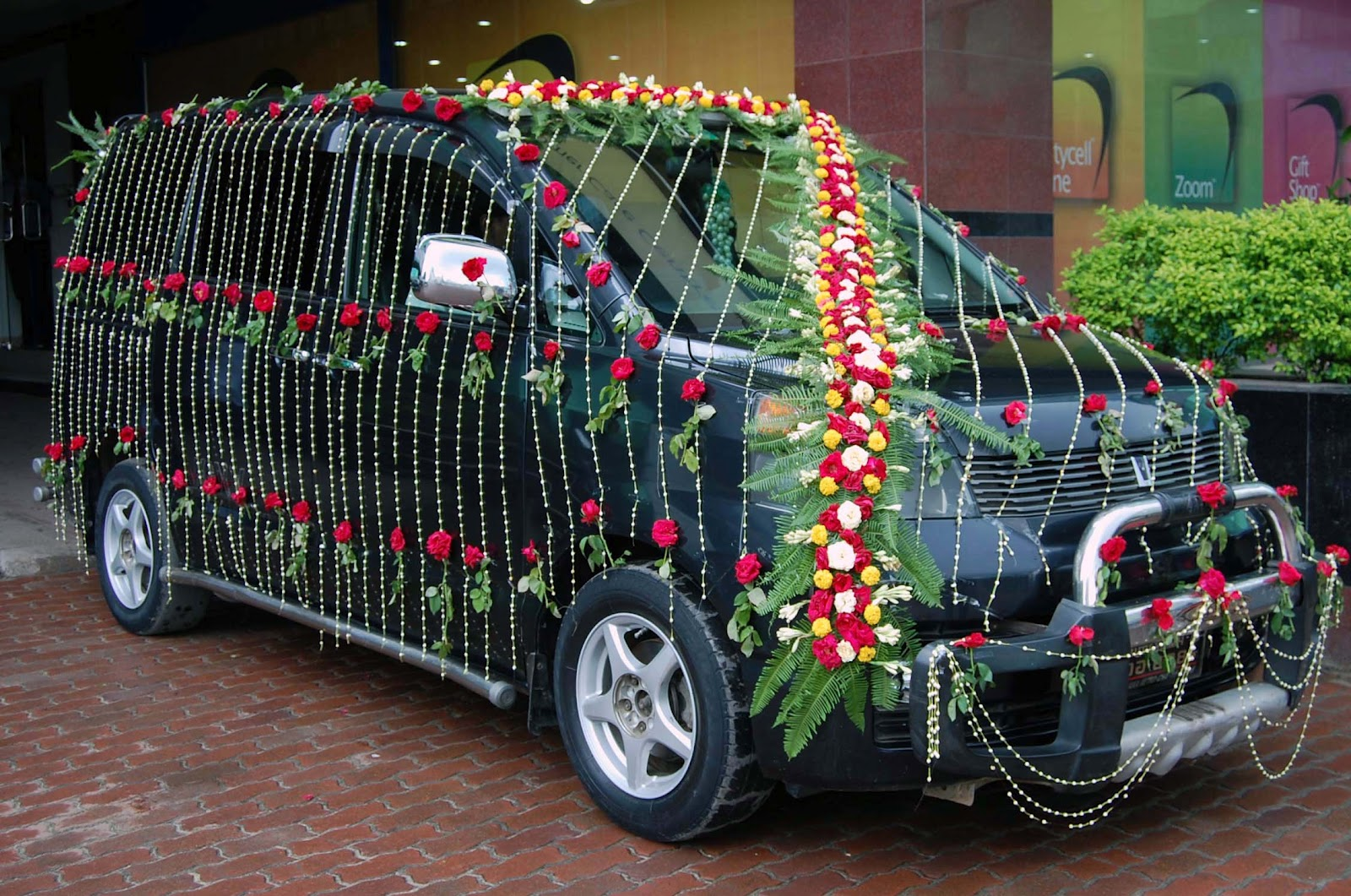 Enjoy lighting decorators a nice marriage decoration car for Automotive decoration