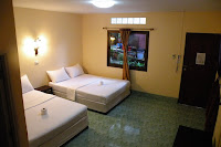 Coco's Superior Air Con 4 person room, hot water, tv.
