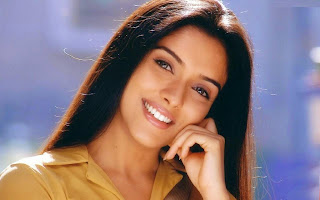Asin Thottumkal bollywood actress cute smile wallpapers