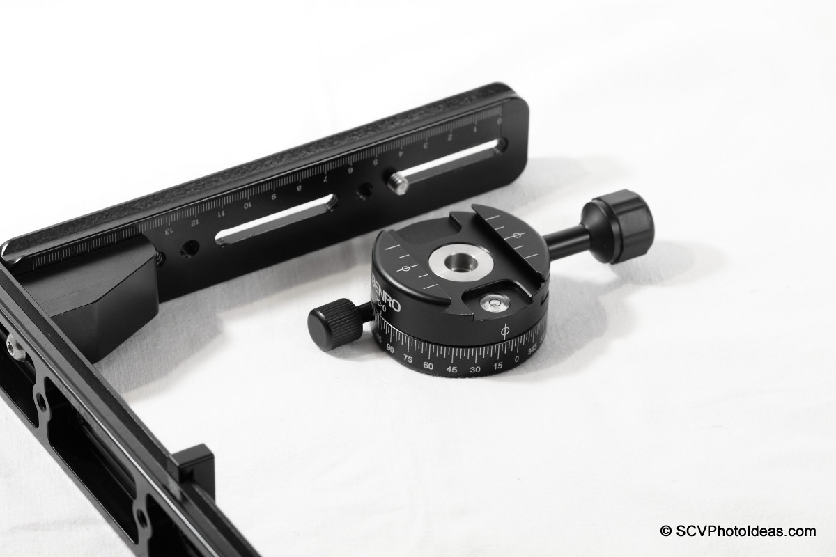 Positioning Benro PC-0 Panorama clamp on vertical rail