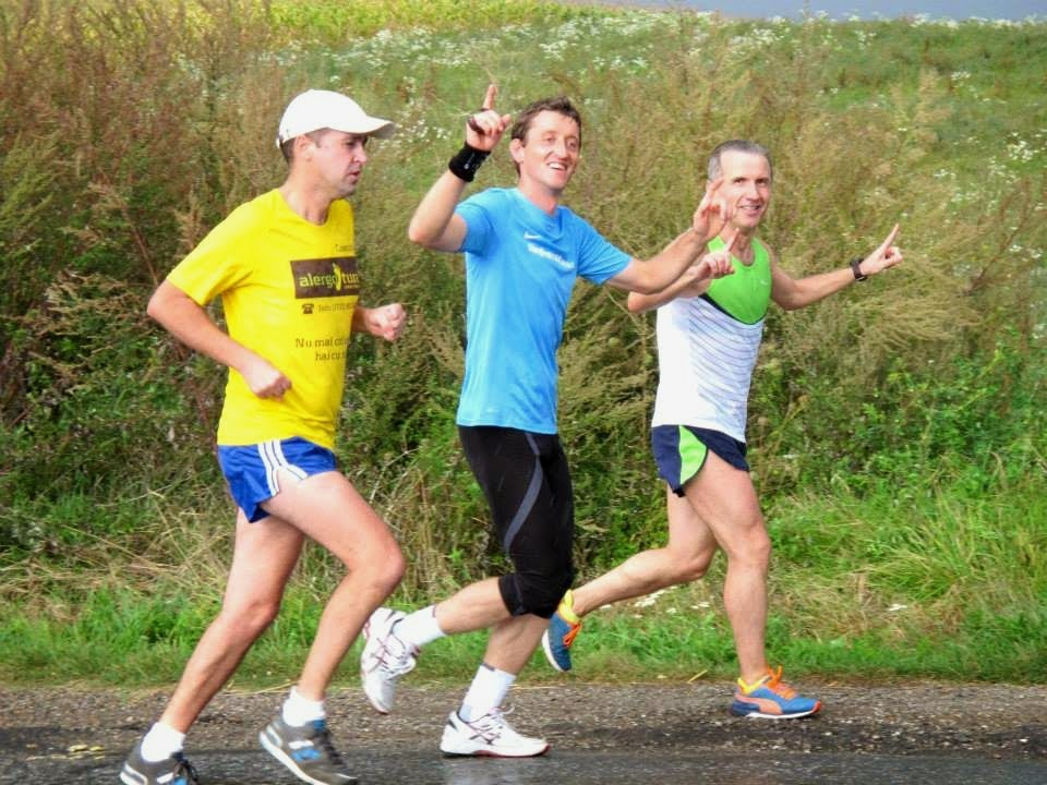 Remus Sime a strâns peste 10000 Lei pentru burse şcolare, la alergarea de 200 km, Alerg Pentru O Cauză. Donaţiile continuă. De la Timişoara la Beiuş