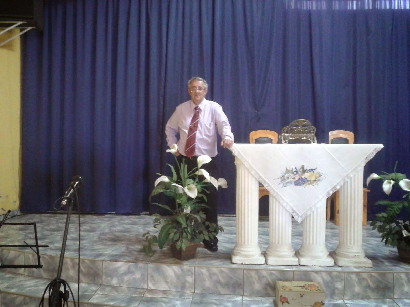 Pregando na Igreja Vida