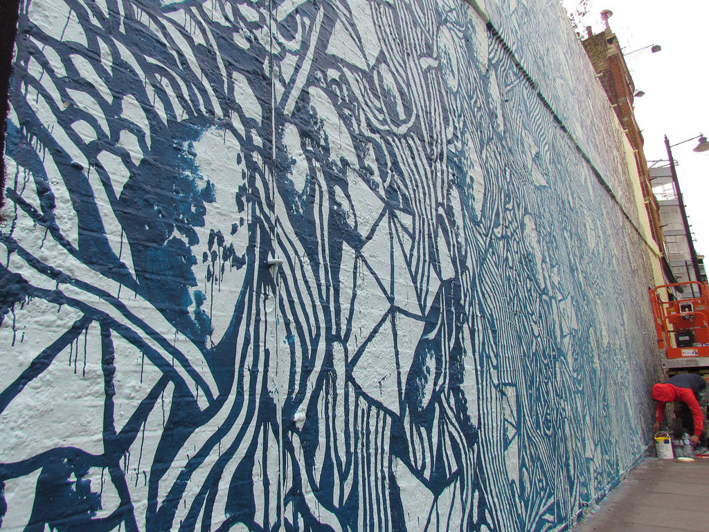 Nice Tellas creates a large mural in East London UK