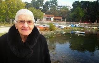 Η 96χρονη που επέζησε από την σφαγή της Σμύρνης....τους κόβανε τα χέρια και πέφτανε στη θάλασσα οι κοπέλες και τα παλικάρια video