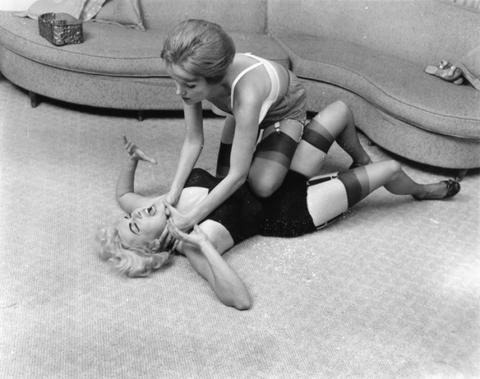 Mature Women Wrestling: OLD SCHOOL