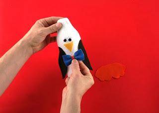 Pinguim com reciclagem de pote de amaciante e meia