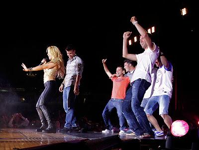 Shakira faz show para o campeão Barcelona