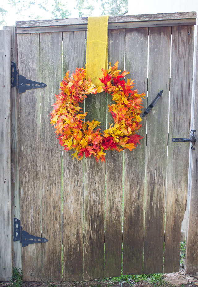A stunning fall leaf wreath you can make in 15 minutes from preserved oak leaves from the craft store! || http://www.designimprovised.com