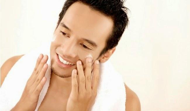 Tips Memilih Pembersih Wajah Pria yang Tepat untuk Perawatan