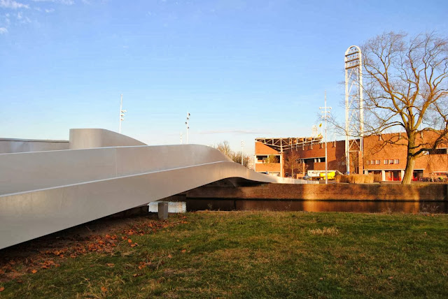 04-Na-Druk-Geluk-Brug-by-René-van-Zuuk-Architects
